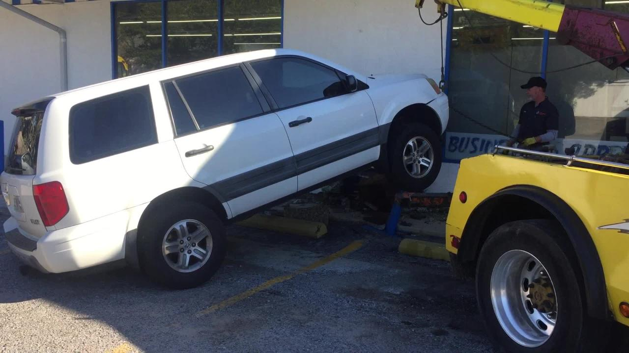 Video: Vehicle crashes into Shoreline Foods