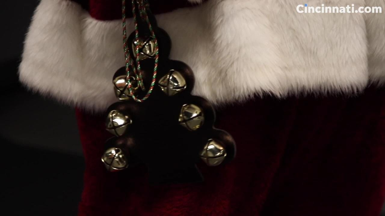 A fun look behind the scenes as Enquirer photojournalist Meg Vogel photographs five different Santas.