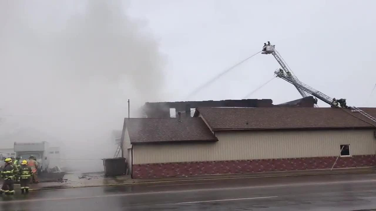 Fire crews respond to fire in downtown Fowler
