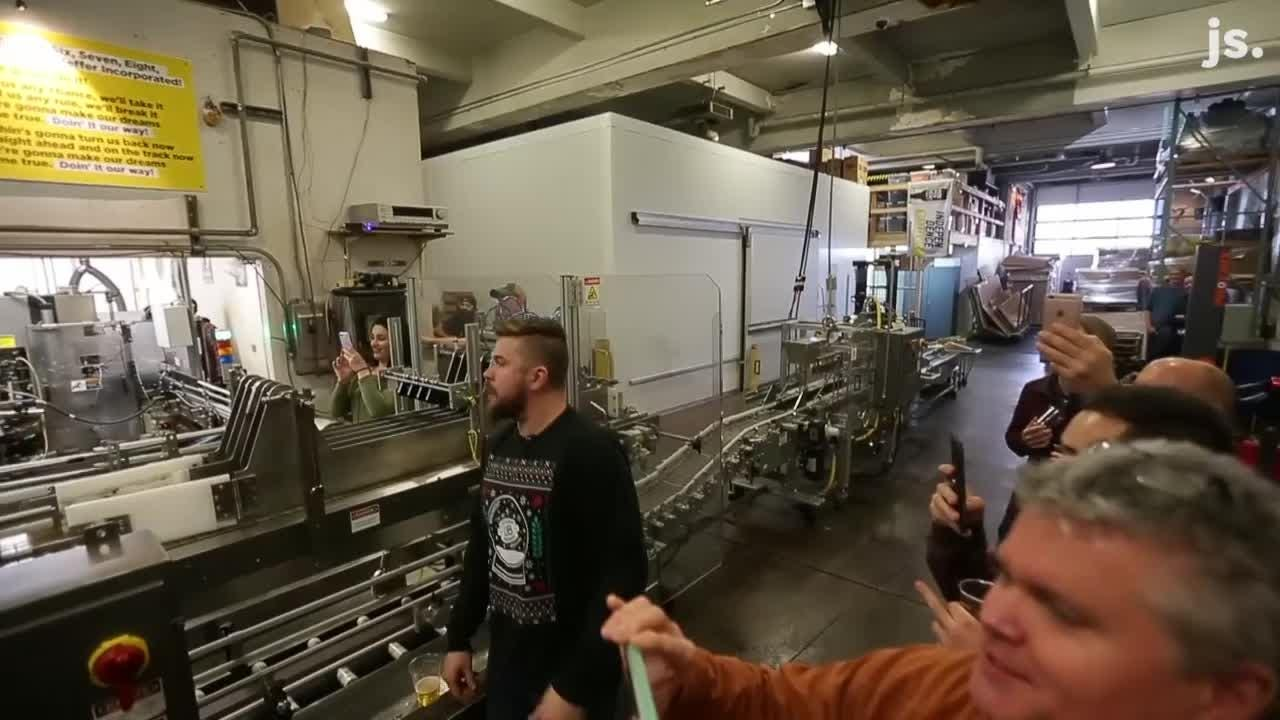 "People singing the theme song from ""Laverne & Shirley"" during Lakefront Brewery tour"