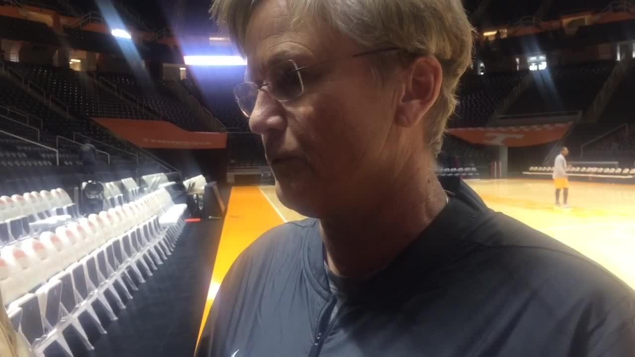 Lady Vols coach Holly Warlick focusing on team's defense but also tending to its flagging confidence.