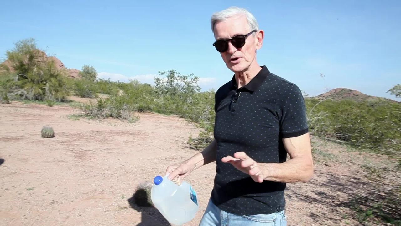 Four women are on trial for leaving water in the desert to help people survive. It's a test of our national conscience, columnist EJ Montini says.