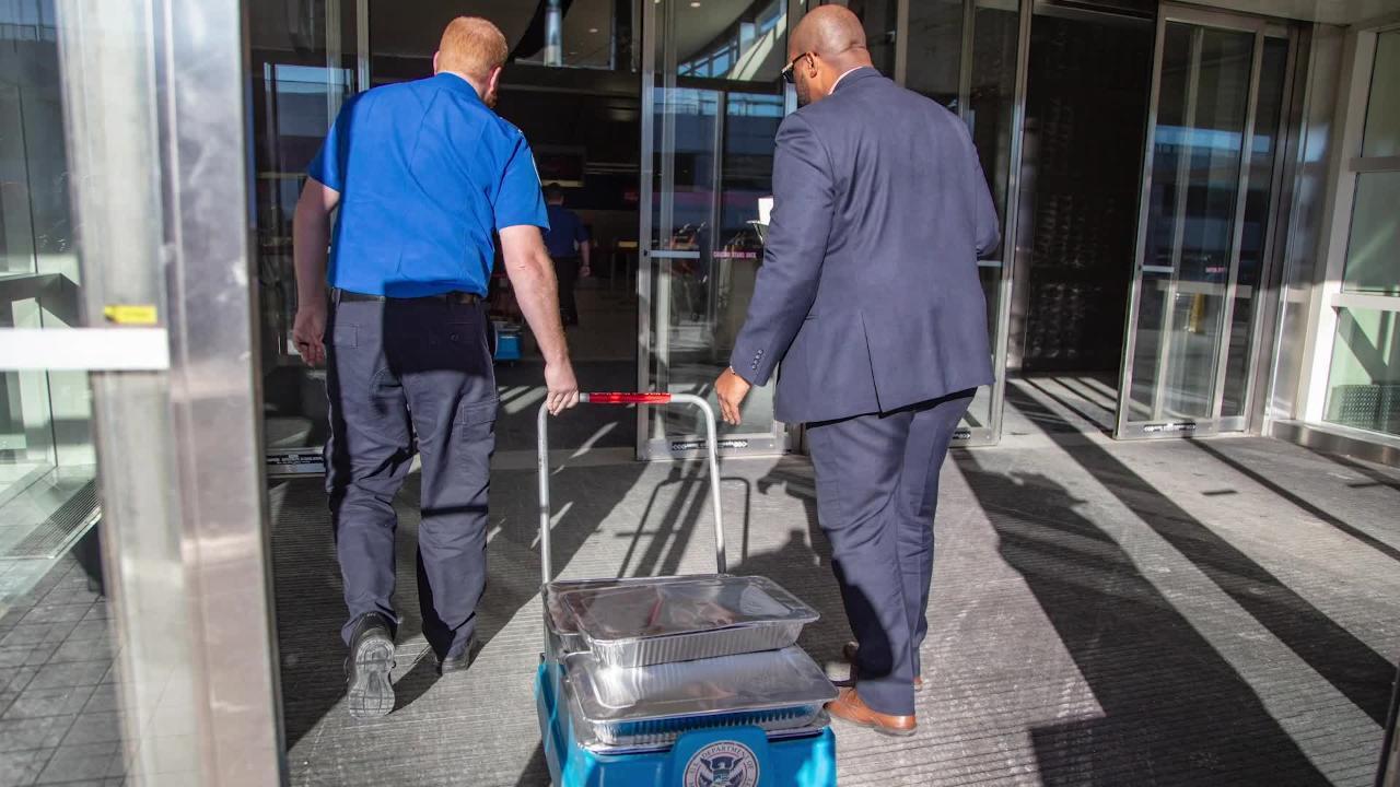 Detroit Wing Company donates food to unpaid TSA agents