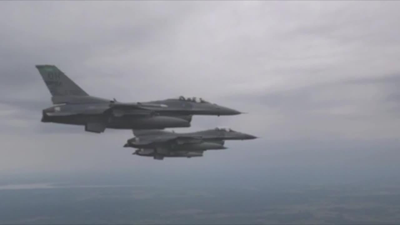 F-16 Fighting Falcons with the 180th Fighter Wing in Toledo, Ohio, fly in 2015.