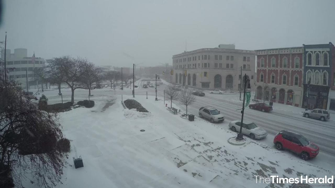 Heavy snow begins falling in downtown Port Huron Monday, Jan. 28, 2019. As of noon Monday, the National Weather Service predicted a total snow accumulation of 7 to 9 inches over the northern side of St. Clair County, with 4 to 6 inches predicted for south of I-69.