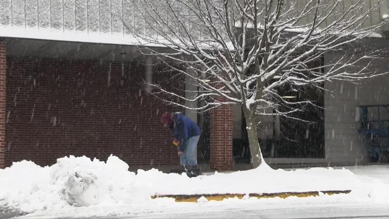 Snow causing a mess start to the week on Monday morning in Elsmere area.