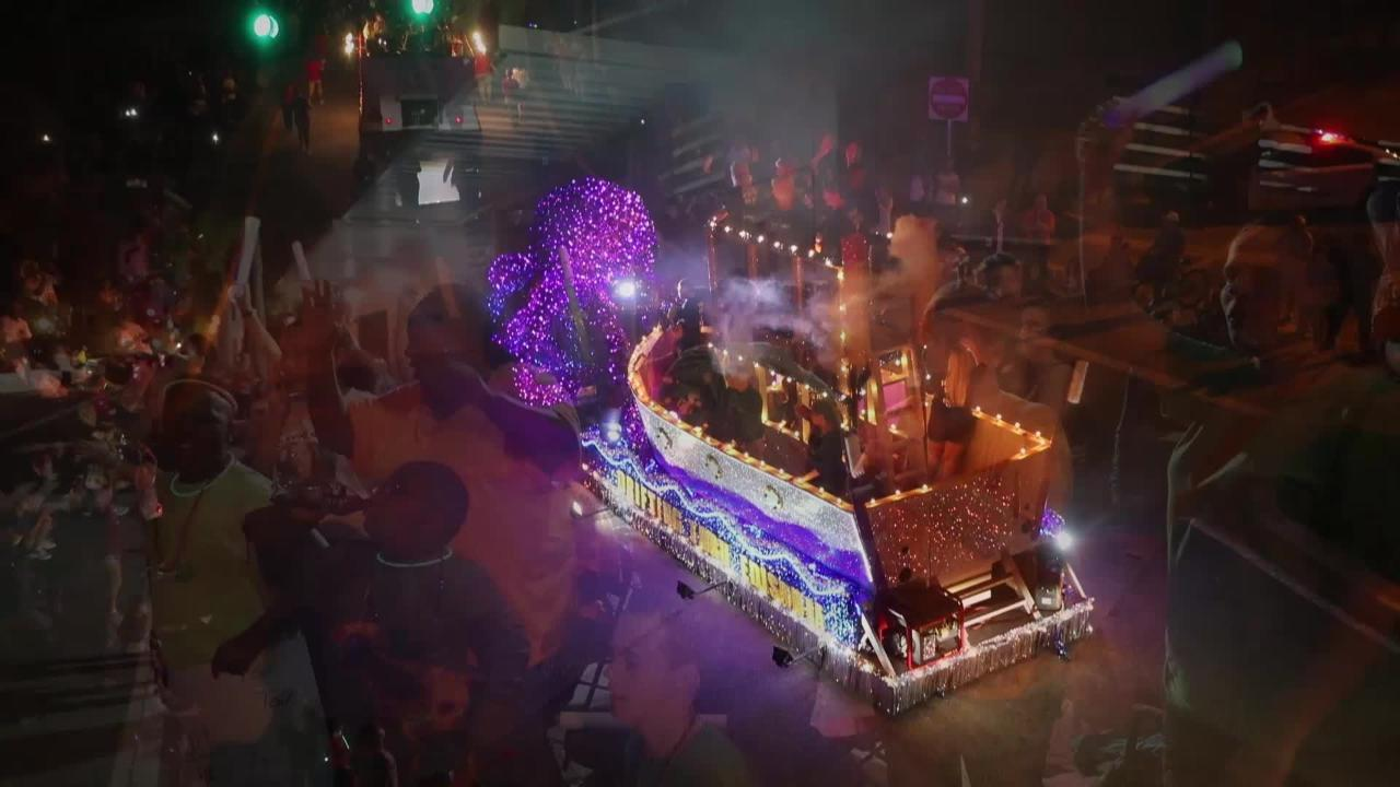 Watch: Sights, sounds, dancing light up Edison Festival of Light Grand Parade