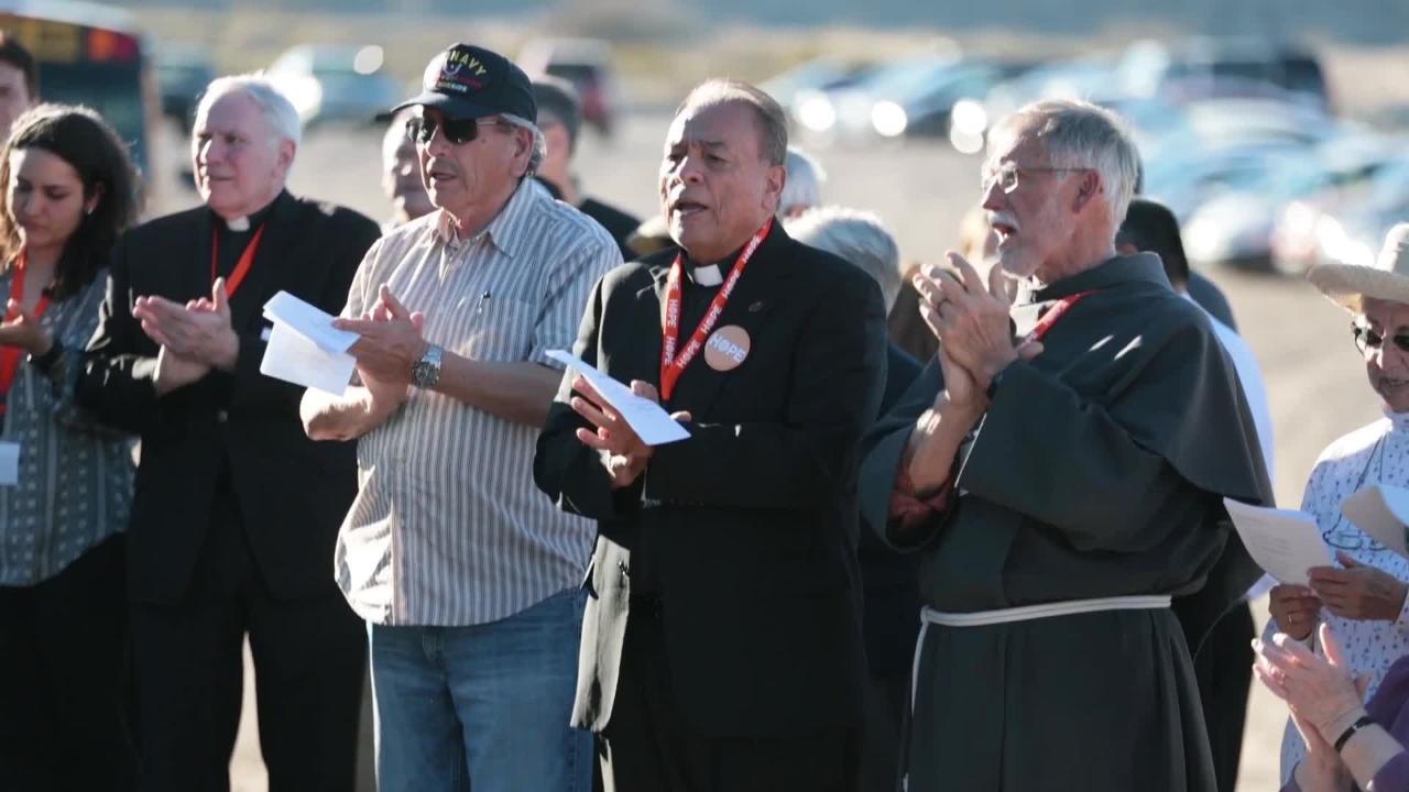 Hope Border Institute Holds Border Prayer Vigil