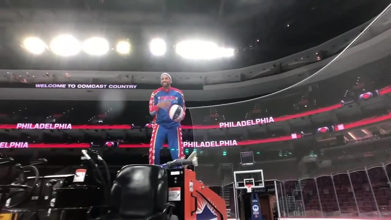 The Flyers lend Gritty to the Harlem Globetrotters ahead of the basketball team's games at the Wells Fargo Center.