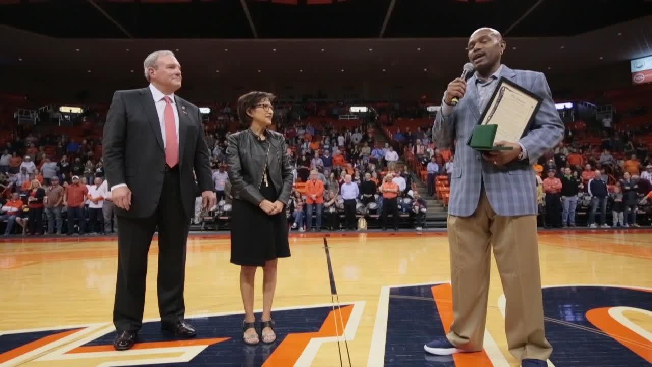 Tim Hardaway Honored at UTEP Basketball Game