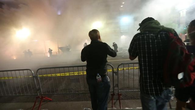 Gas deployed at Trump rally in Phoenix