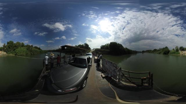 A 360 degree look on a ferry going across the Rio Grande