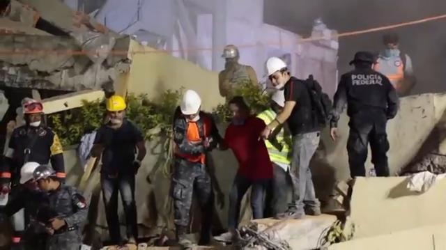 Escuela se derrumba en México