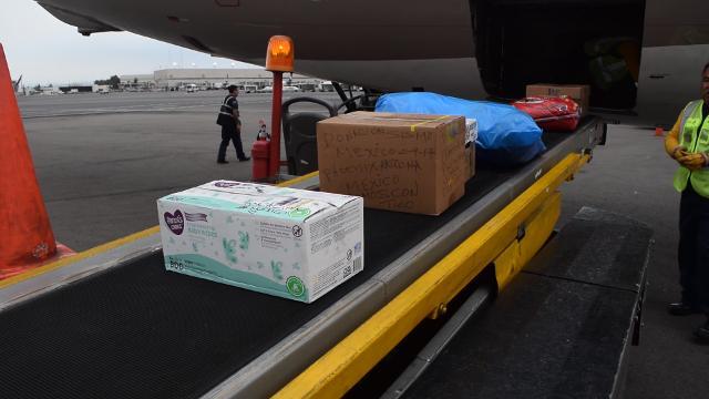 Descenso de donativos del avión