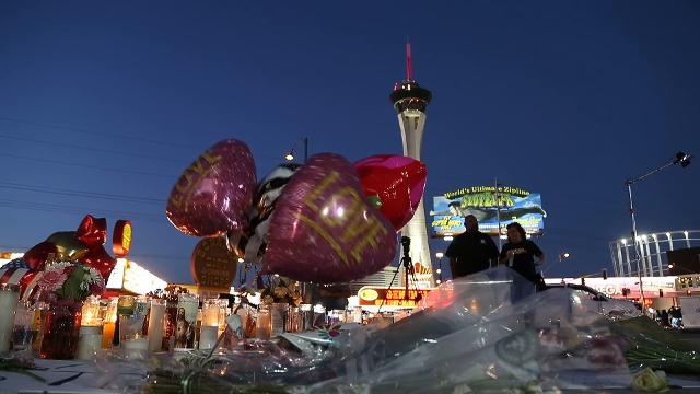 Memorial grows on the Strip for Las Vegas massacre victims