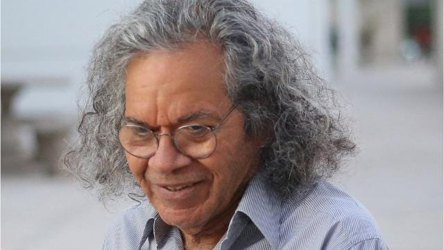 The founder of drugmaker Insys Therapeutics Inc., John Kapoor, pleaded not guilty to charges that he participated in a scheme to bribe doctors to prescribe a fentanyl-based spray intended for cancer patients.