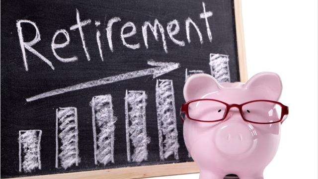Which will earn you more over time: a traditional 401(k) or a Roth 401(k) retirement account?