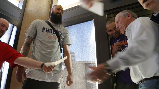 Suns help passengers board Southwest flight