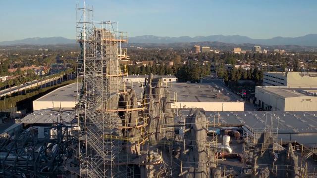 Star Wars Land To Open In Disneyland In Summer 2019 Then Disney World