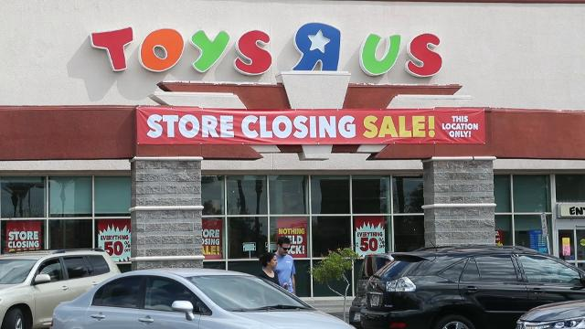 Parent Ronald Lewis discusses the looming closure of a Phoenix Toys R Us on March 11, 2018.