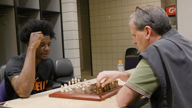 Chess match: Suns' Josh Jackson vs. Scott Bordow