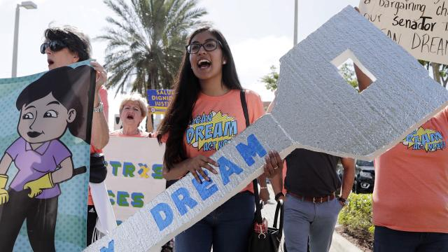 Segmento noticioso de La Voz en Univisión Arizona, 22-Mar-2018, con Elvia Díaz.