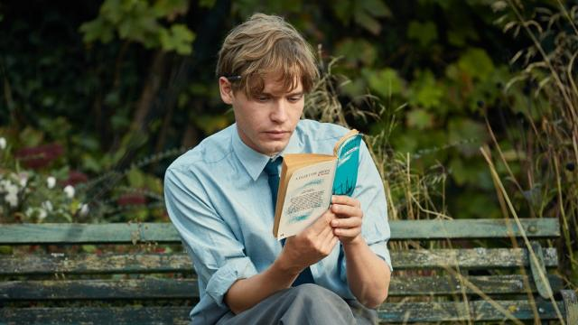 In 1962, the sexual inexperience of two newlyweds leads to major problems. Saoirse Ronan and Billy Howle star.