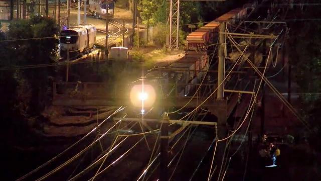 Raw: Two Struck On Washington, DC Train Tracks
