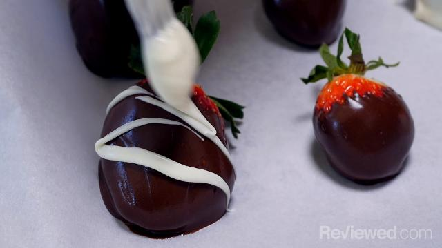 How to make chocolate covered strawberries in 3 easy steps