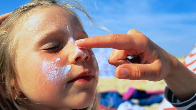 You're putting on sunscreen the wrong way