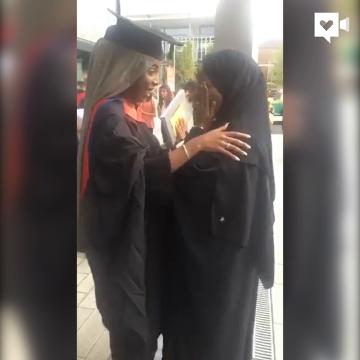 Graduating daughter thanks mom for escaping war