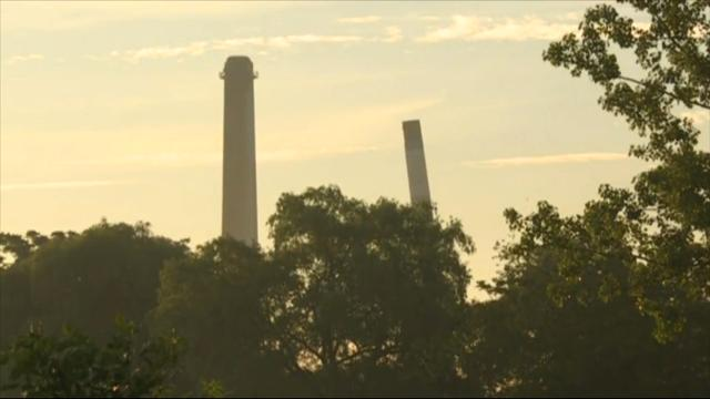 Raw: 70-Year-Old Michigan Smokestack Comes Down