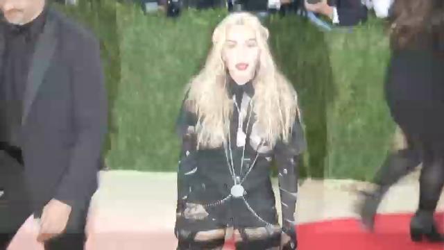 Auction house comments on halt in Madonna pantie sale