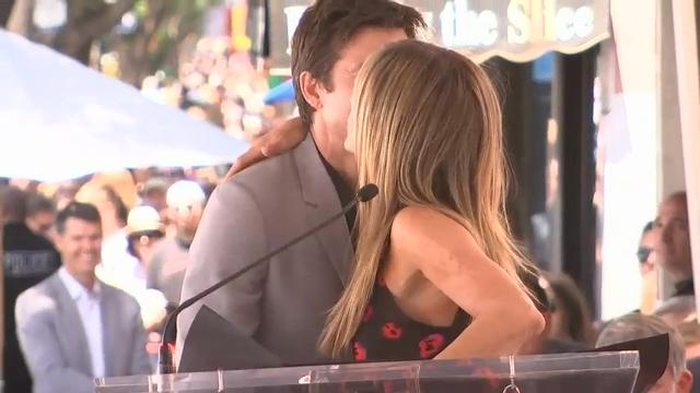 Aniston, Arnett roast Bateman at star ceremony