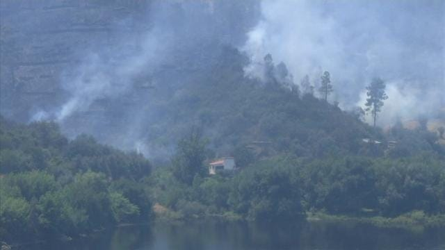 Raw: Firefighters Battle Blaze in Portugal