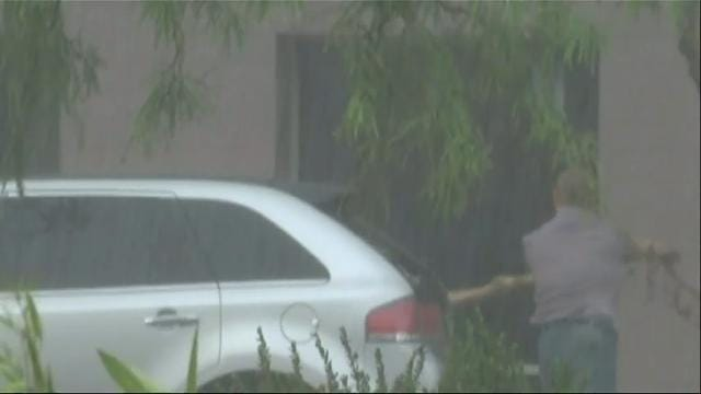 Raw: Monsoon storm pounds southern Arizona