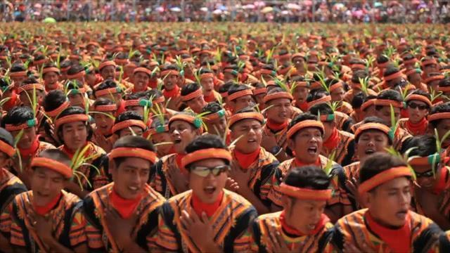 10,000 participate in record-breaking dance
