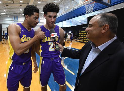 Fellow Lakers rookie hijacks Lonzo Ball interview to talk shoes