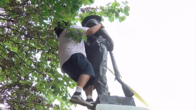 North Carolina protesters pull down Confederate statue