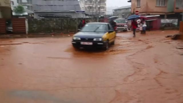 Raw: Hundreds missing in Sierra Leone mudslides