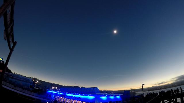fbd2f579d1 Solar eclipse: Watch this timelapse of the first moments of the  awe-inspiring event (21.99/46)
