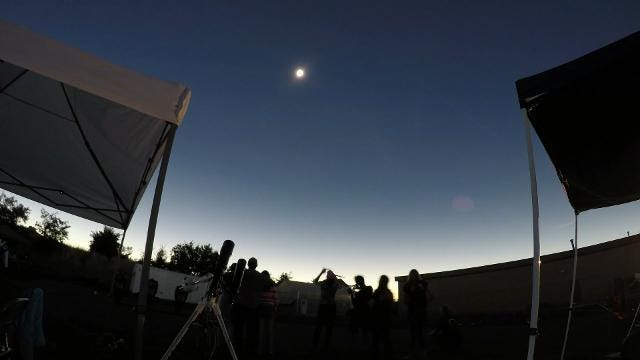 See total eclipse sweep across America in stunning time-lapse