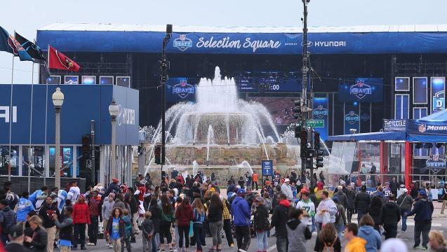Inside Chicago's Iconic Buckingham Fountain