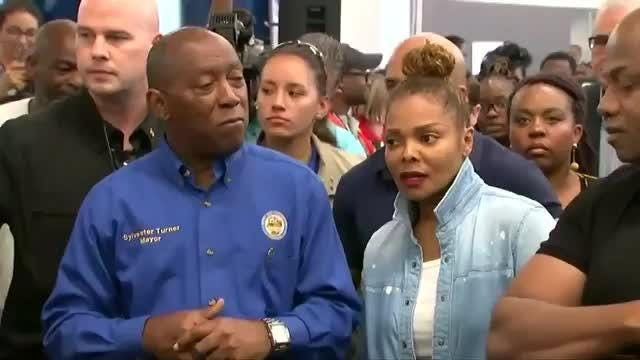 Beyoncé, Jennifer Garner, Kristen Bell among celebs aiding hurricane victims on the groundEntertainment