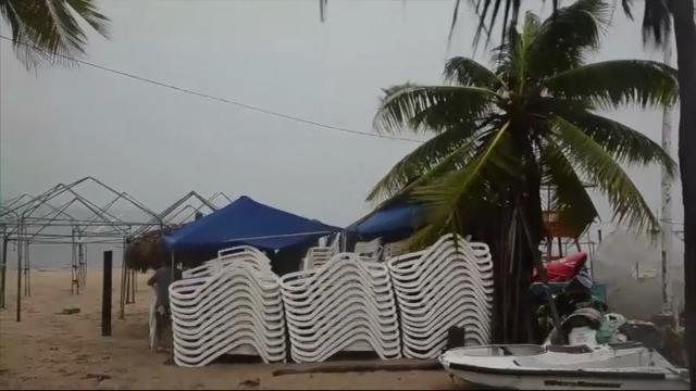 Raw: Tropical Storm Max threatens Acapulco