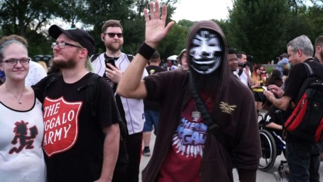 juggalos 22 Juggalo gangs band together under the juggalo banner in order to engage in patterns of criminal activity unlike members of the general juggalo subculture, [2] these gangs have handbooks detailing gang ranks and responsibilities, [4] and commit crimes for financial gain.