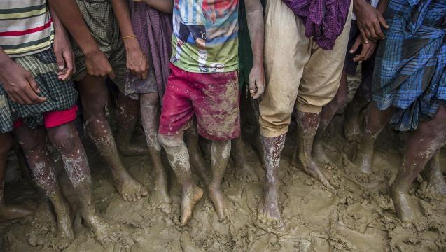 Oppressed Rohingya flee to Bangladesh