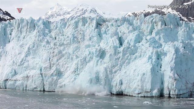 Huge chunk of ice breaks off Antarctic glacier