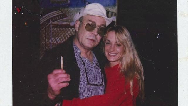 Hunter S. Thompson's widow, Anita, posted a photo with a heartfelt letter about a time the publisher helped her after the Thompson's suicide left her with very little money. Jose Sepulveda(@josesepulvedatv) has more.