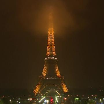 The Eiffel Tower goes dark to honor Las Vegas victims
